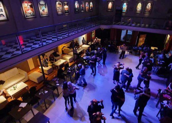 L'ascension sociale du tangovers les salons bourgeois